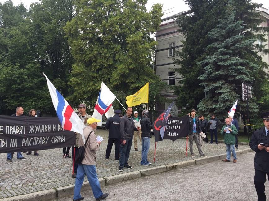 ВКалининграде напикете против презумпции правоты полиции задержали трех членов движения «Открытая Россия»