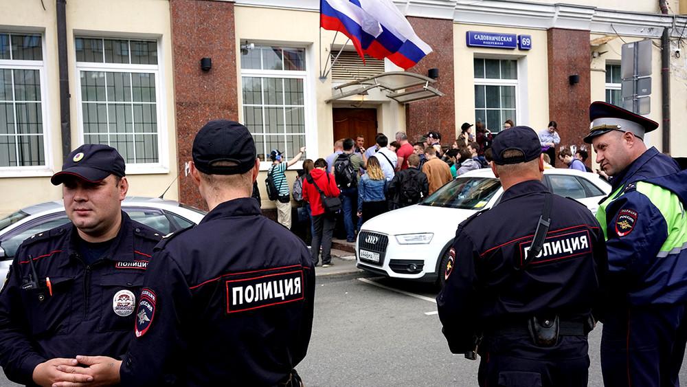 «Они пытаются сорвать нам большое агитационное событие». Пресс-секретарь кампании Навального— обобысках впредвыборных штабах
