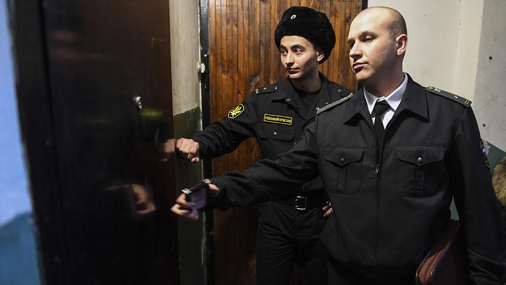 Беженцев вСолнцевском районе выкинули изжилья без суда иобъяснения причин