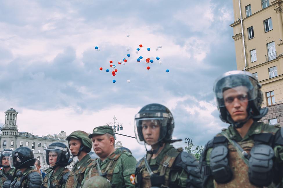 НасайтеJe suis Maidan опубликовали данные фоторедактора Открытой России ижурналистки «Дождя»