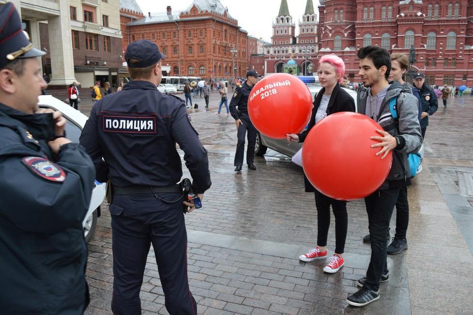 ВМоскве задержали более 30волонтеров штаба Навального