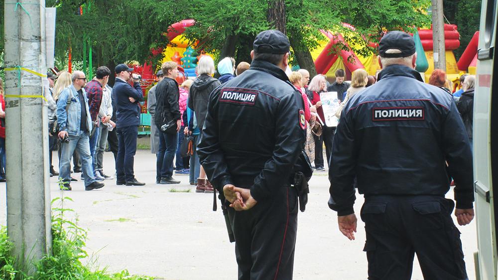 Митинг натанцплощадке иомоновцы впоисках ягод. Как прошла акция «против полицейско-судейского беспредела»