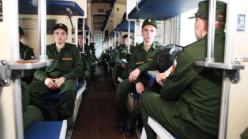 «Кто-то на больничном, кто-то не пригодился». В Челябинске потерялись более 50 призывников