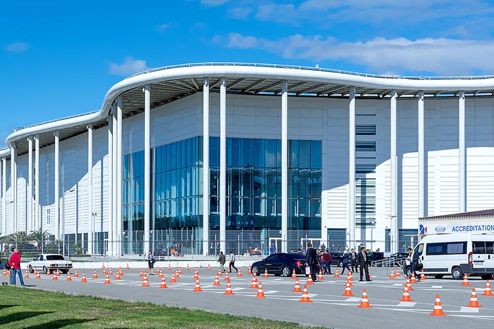 Здание бывшего олимпийского медиацентра, вкотором сейчас располагается корпус образовательного центра «Сириус». Фото: Руслан Ярошенко/ blogsochi.ru