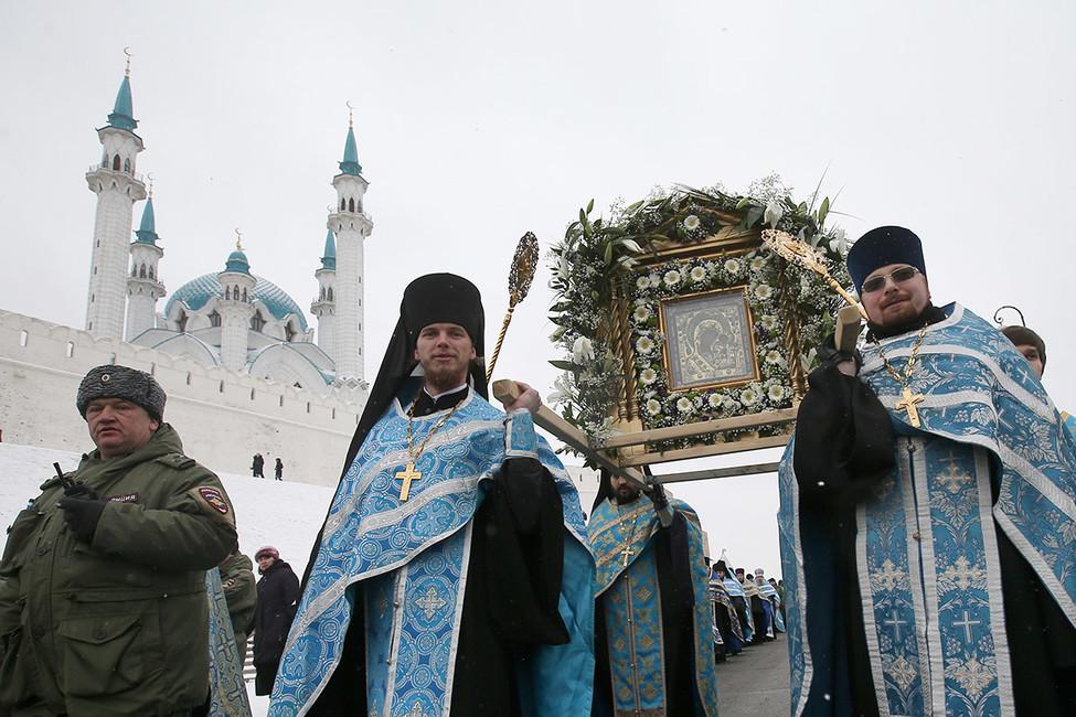 Крестный ход вчесть праздника Казанской иконы Божией Матери вКазани. Фото: Егор Алеев/ ТАСС