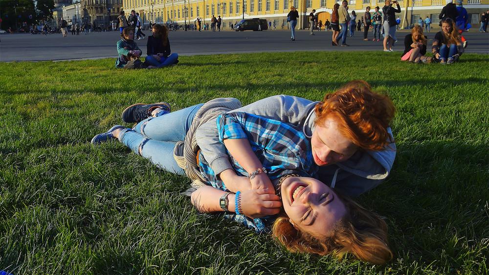 <p>Молодые россияне стали чувствовать себя счастливее</p>