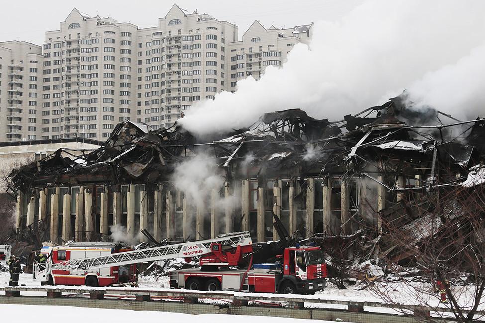 Пожар вздании библиотеки ИНИОН. Фото: Михаил Метцель/ ТАСС