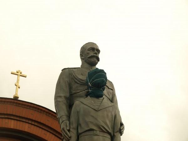 ВНовосибирске мужчина набросился стопором напамятник Николаю IIицесаревичу Алексею