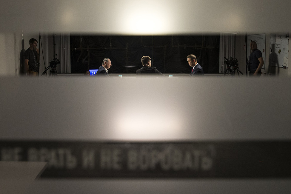 Игорь Стрелков иАлексей Навальный вовремя дебатов. Фото: Евгений Фельдман/ Проект «Это Навальный»