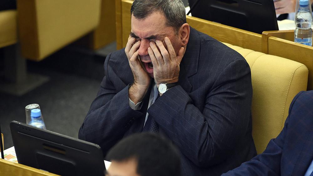«Надо профессионалом быть, анестахановцем»: депутаты объяснили законодательную неактивность