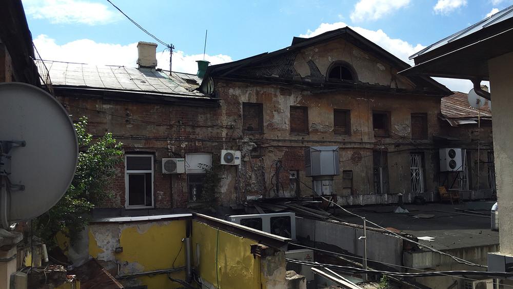 Обратная сторона «Моей улицы»: наПокровке разрушается историческое здание