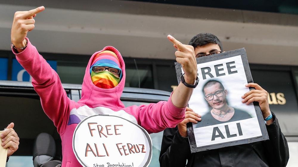 Акции вподдержку Али Феруза прошли вРоссии изарубежом. Фотогалерея
