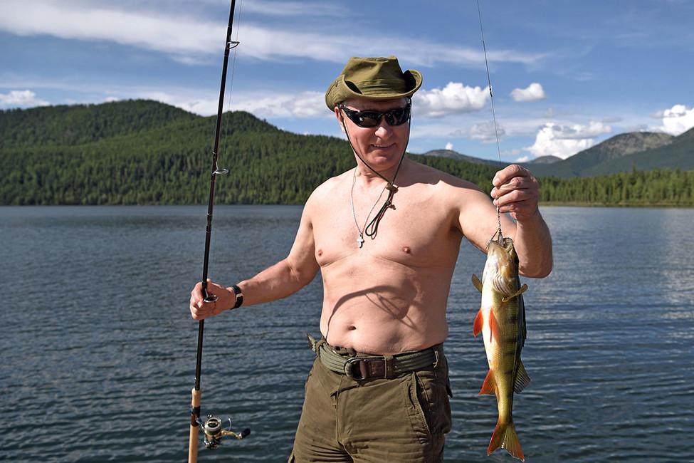 Липецкий депутат пожаловался Чайке нато, что Путин рыбачил без жилета