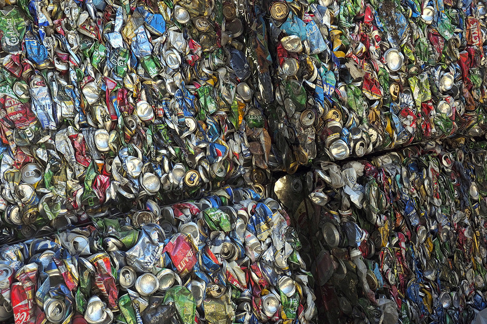 Прессованный мусор натерритории мусоросортировочной станции. Фото: Дмитрий Рогулин/ ТАСС