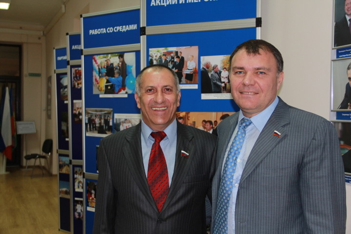 Александр Ремезков (справа)