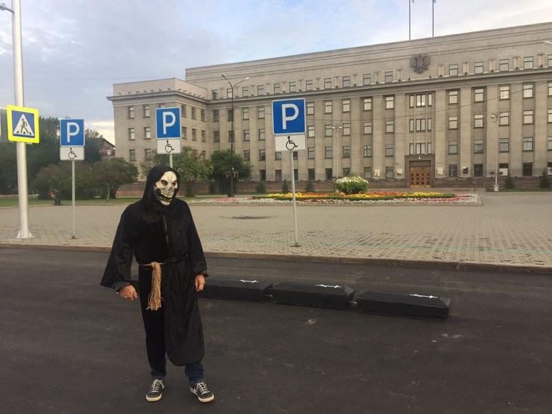 Один изорганизаторов акции вИркутске. Фото: «Иркутск-онлайн»