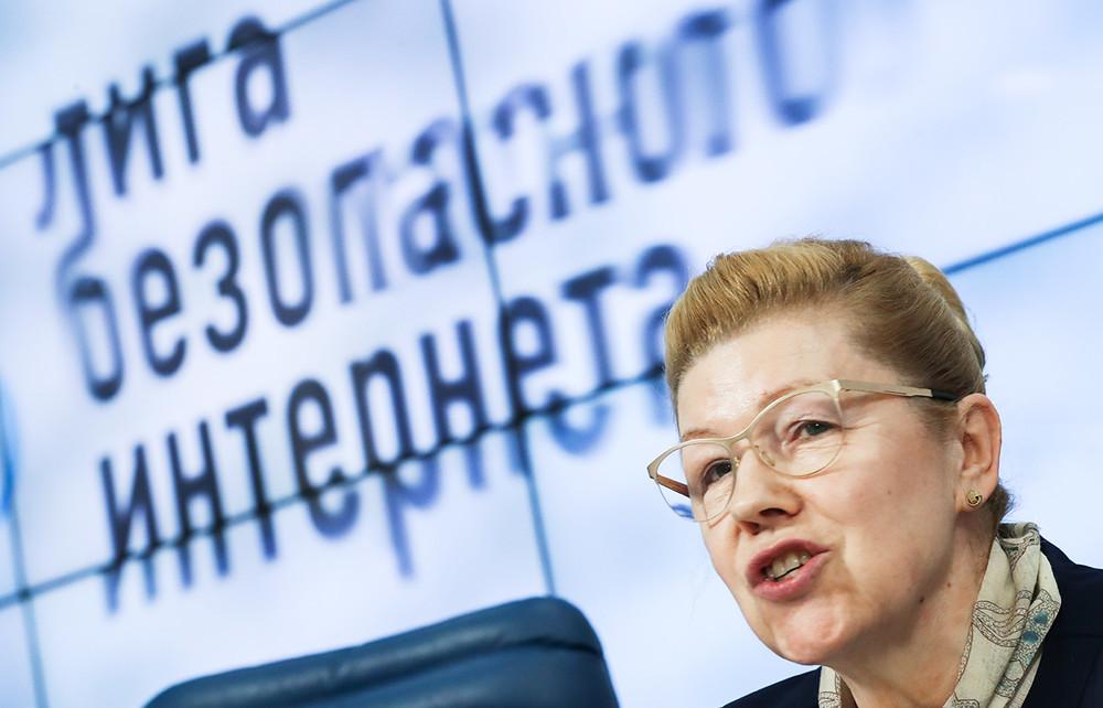 Елена Мизулина наVIII Форуме безопасного интернета. Фото: Артем Коротаев/ ТАСС
