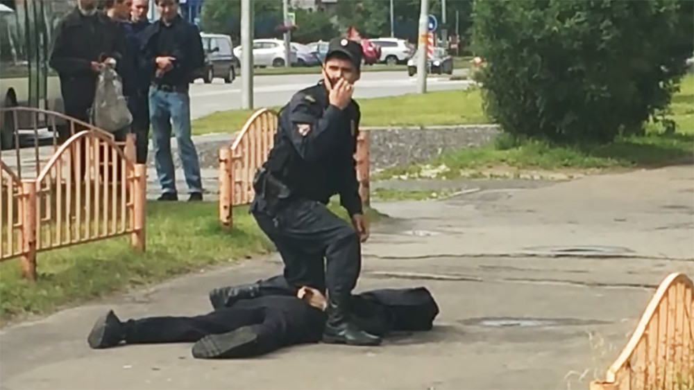 Наулице вСургуте мужчина ножом ранил восемь человек