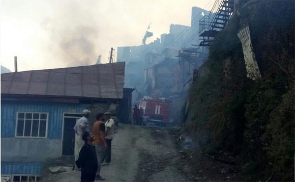 Уже год погорельцы Дагестана ждут компенсаций. Они вышли намитинг стребованием выплатить положенные имденьги
