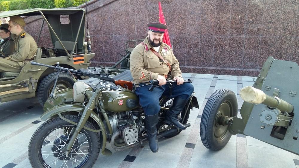 Бэтмен проходит по282статье: тюменского байкера судят закитель вермахта