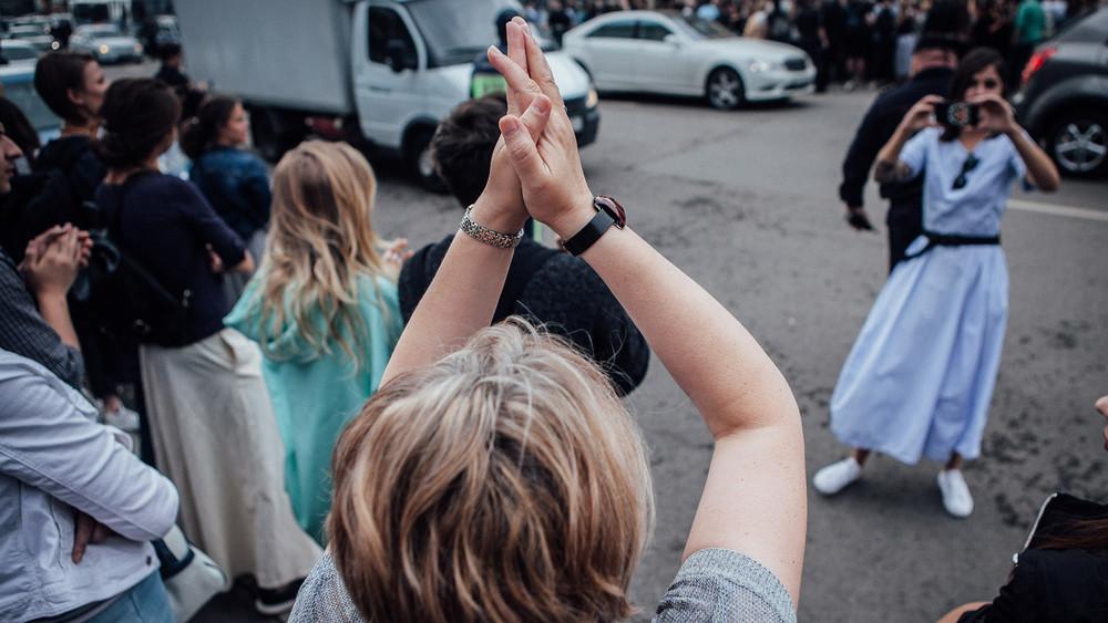 Театр-солидарность-2: фоторепортаж Открытой России сакции вподдержку Кирилла Серебренникова уБасманного суда
