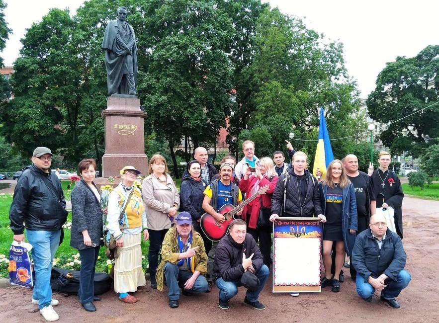 Шарики иугрозы. ВСанкт-Петербурге отпраздновали день независимости Украины