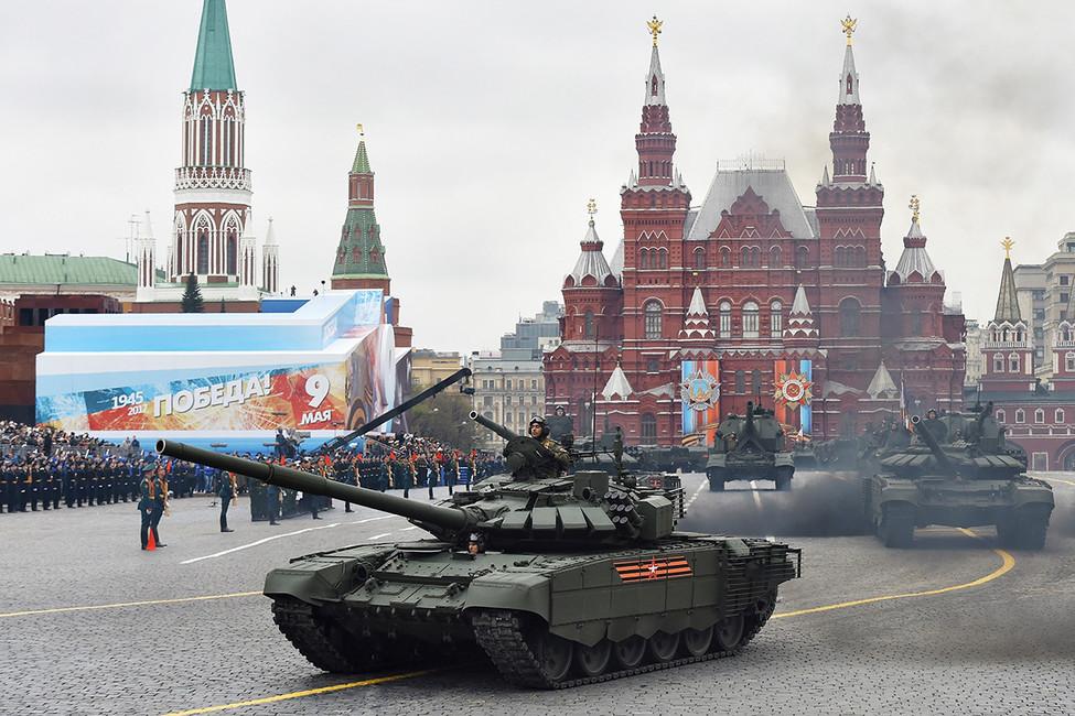 Танки Т-72Б3во время парада наКрасной площади. Фото: Дмитрий Духанин/ Коммерсантъ