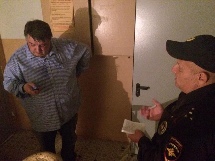 Депутат итайная комната: как прячут рваные листовки врайоне Филевский парк
