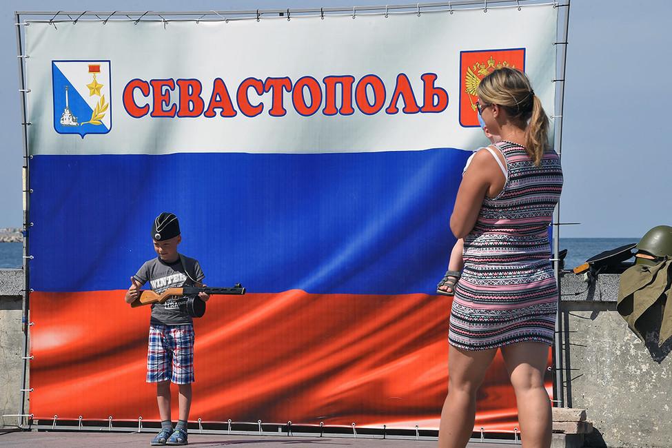 Власти Севастополя запретили проводить митинг против отъема земли спецслужбами вцентре города