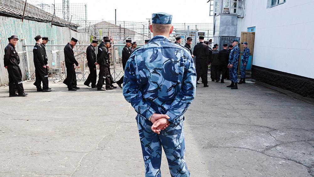 Начальникам российских тюрем запретят хранить деньги виностранных банках