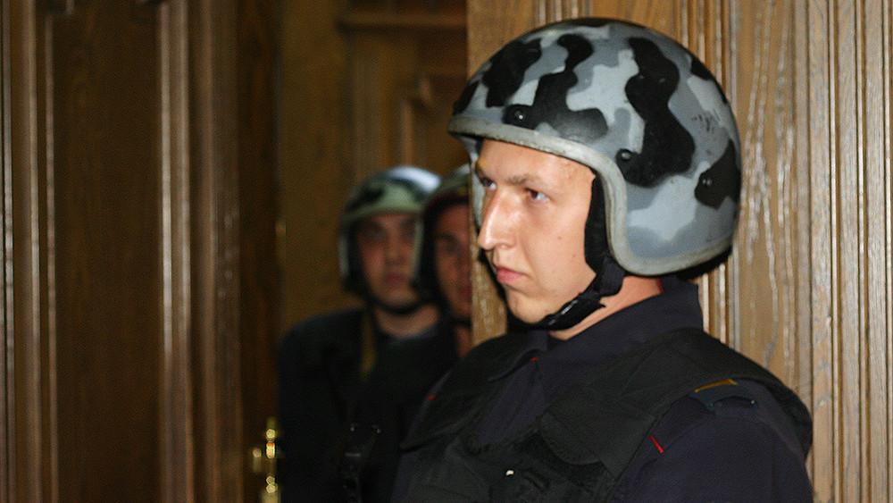 ОМОН выгнал протестующих изадминистрации Ульяновской области