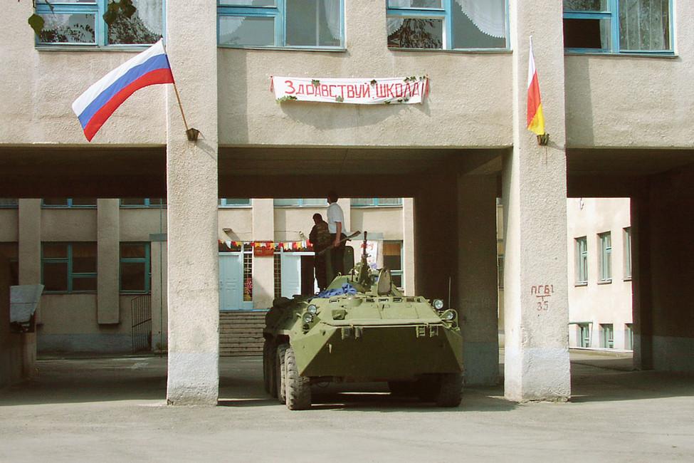 Уздания школы №1в Беслане, 1сентября 2004года. Фото: газета «Северная Осетия»/ ТАСС