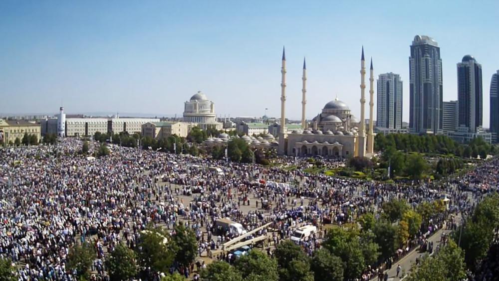 ВГрозном начался многотысячный митинг вподдержку мусульман Мьянмы