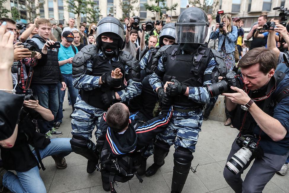 Мосгорсуд оставил под домашним арестом фигуранта «дела 12июня» несовершеннолетнего Галяшкина