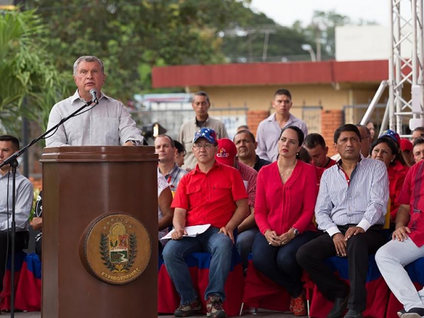 Игорь Сечин наоткрытии памятника Уго Чавесу вВенесуэле. Фото: пресс-служба «Роснефти»
