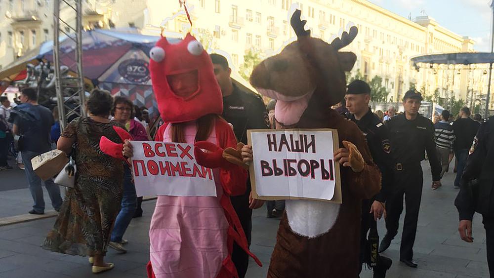 Активистов «Открытой России» вкостюме рака иоленя задержали умэрии Москвы