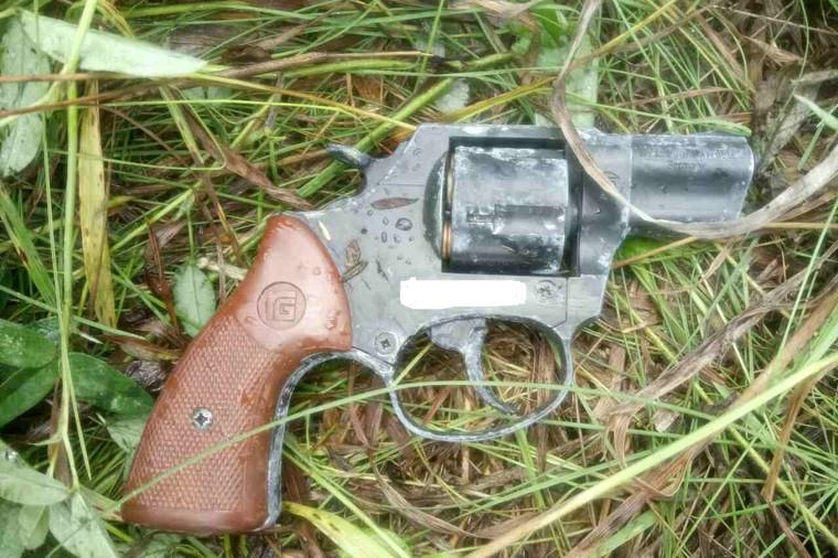 Пистолет, якобы изъятый уАсатуллина при задержании. Фото: пресс-служба ГУМВД поЧелябинской области