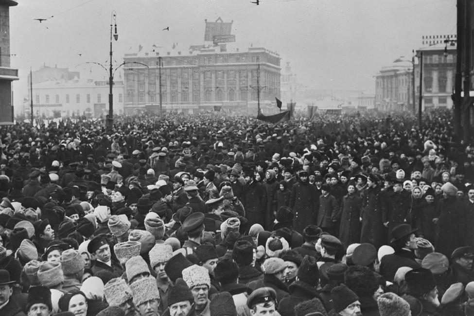 Сто лет назад Россия стала республикой. Почему это повод реабилитировать советскую власть