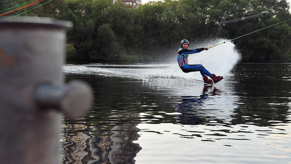 Дети скубками против тракторов: вСтрогине снесут воднолыжный клуб, где тренируются сборные России