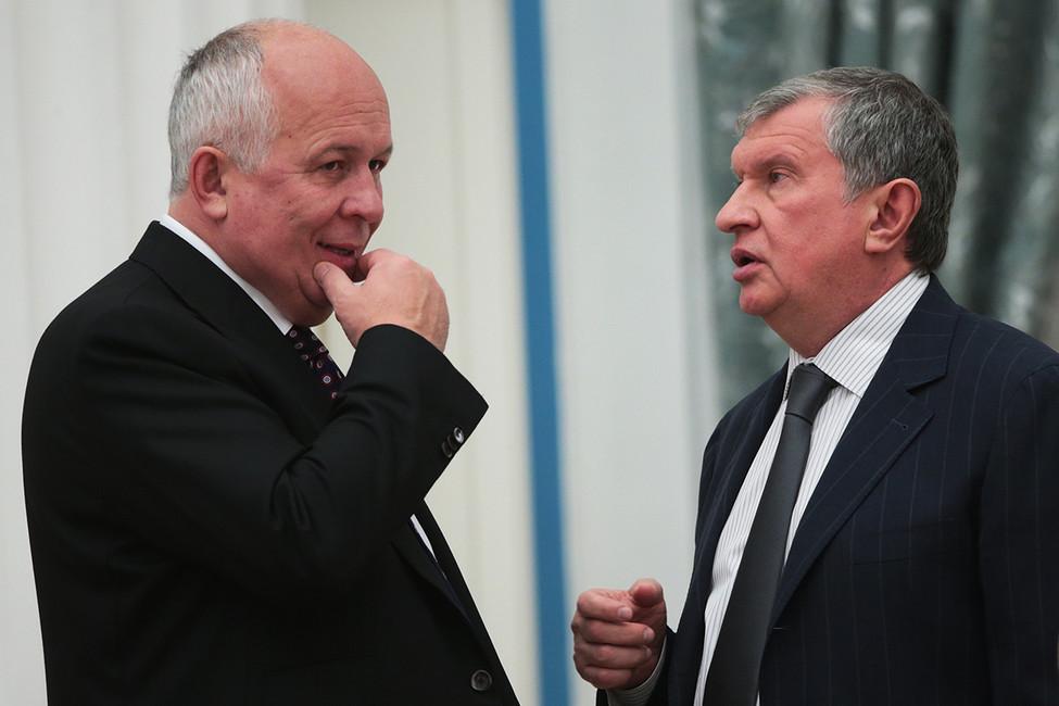 Сергей Чемезов иИгорь Сечин (слева направо). Фото: Михаил Метцель/ ТАСС