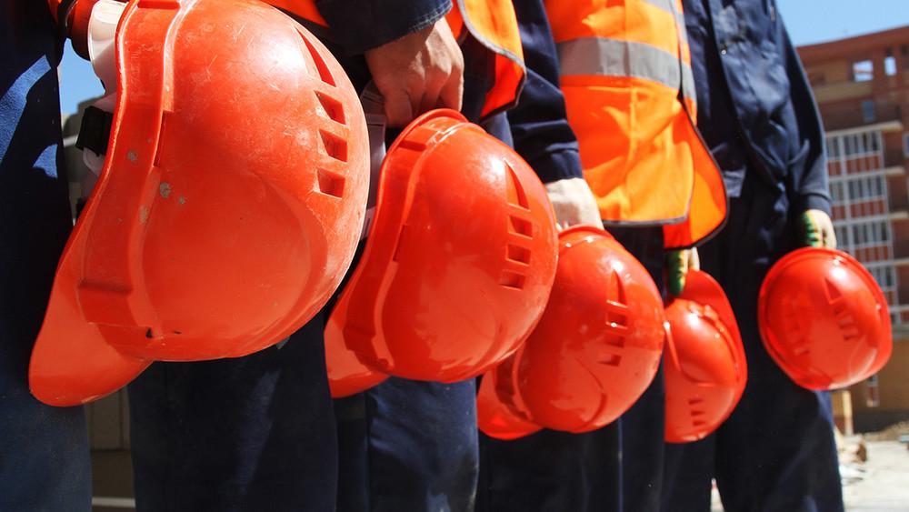 «Деньги вывели, аискать ихникто нехочет»: строители вгороде Радужный требуют выплаты зарплат