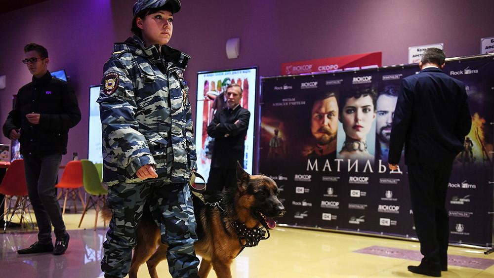 Новосибирск. Показ Матильды имитинг Навального. Как это было