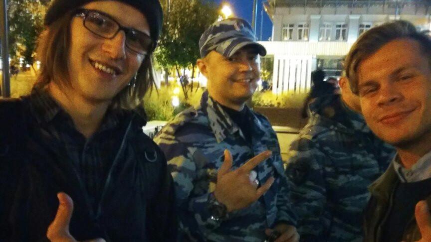 ОМОН приехал наМаяковские чтения, чтобы предотвратить чтение экстремистских стихов