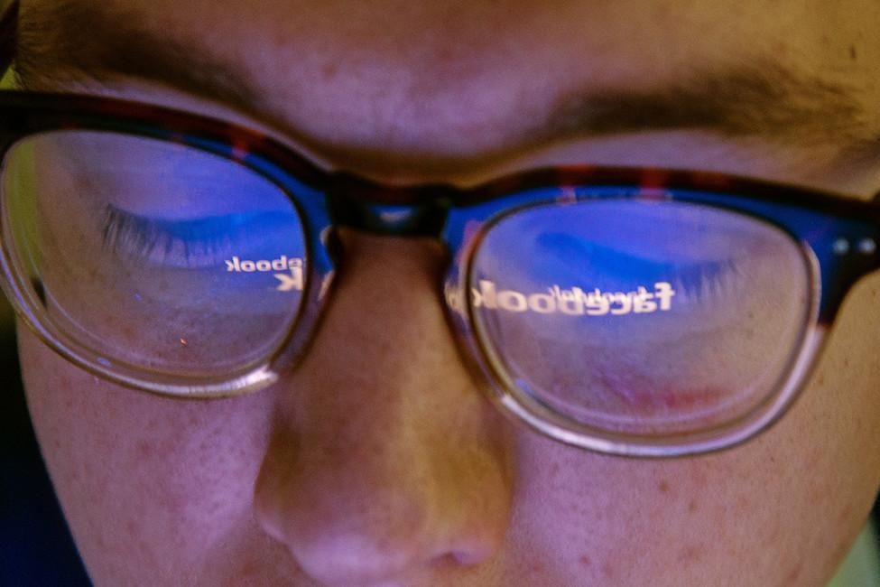 Роскомнадзор пригрозил Facebook блокировкой вРоссии
