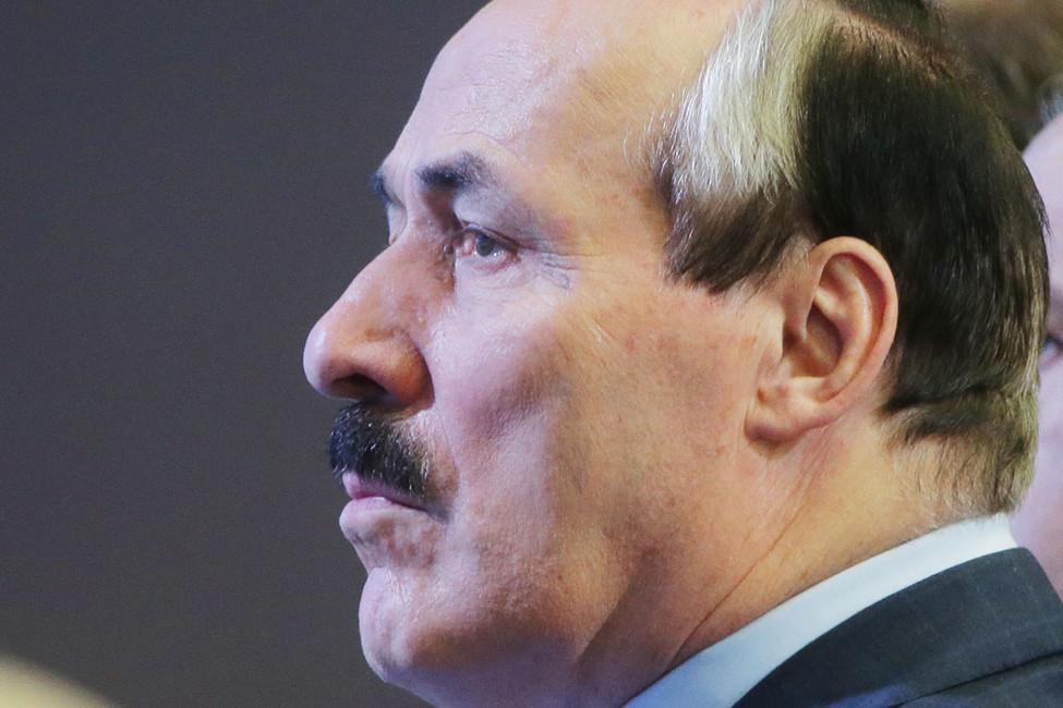 РБК: глава Дагестана Абдулатипов покинет свой пост. Его вызвали вКремль ипредложили новые должности