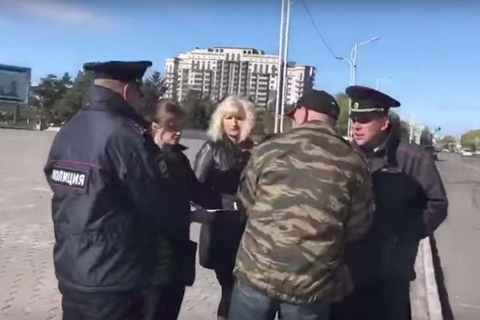 Двух ветеранов боевых действий задержали вовремя одиночного пикета вБлаговещенске