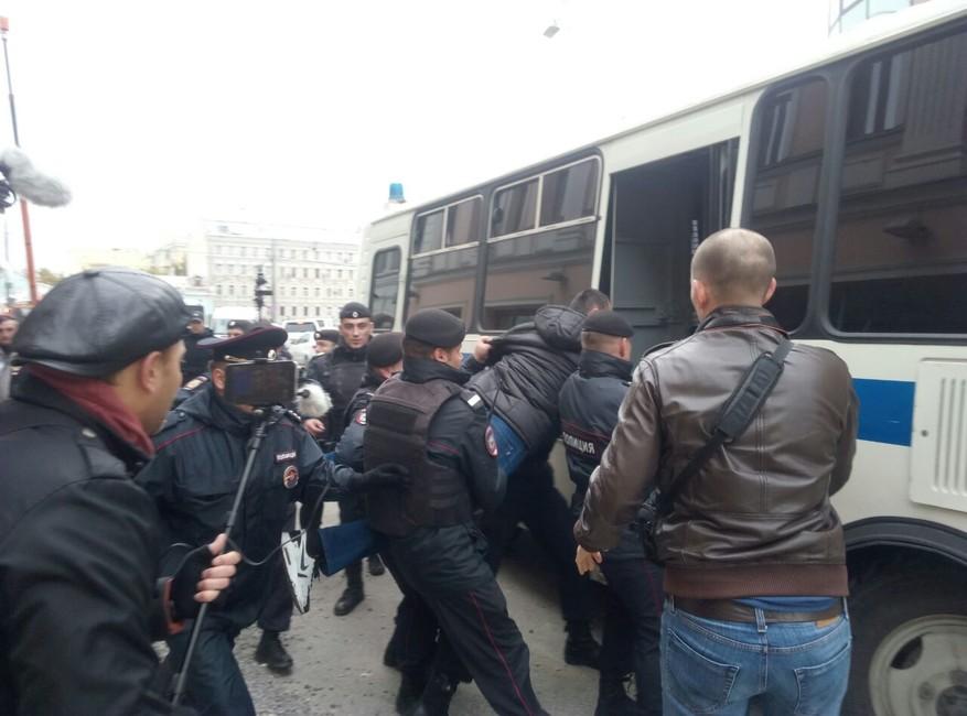 Возле московского офиса Google задержали активистов, протестующих против цензуры вYouTube