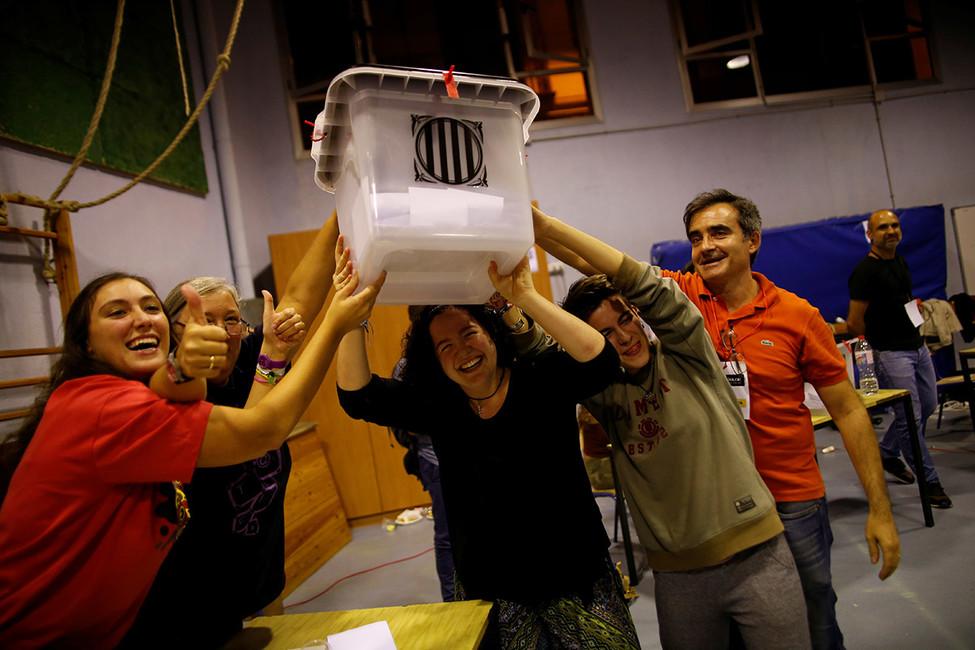 Наизбирательном участке вБарселоне, 1октября 2017года. Фото: Jon Nazca/ Reuters