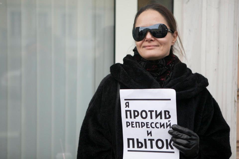 «Видимо, так решили поздравить Путина». Главный редактор Открытой России— обобысках вредакции иунее дома