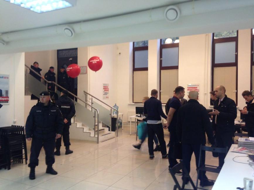 Полиция пришла собыском вмосковский штаб Навального